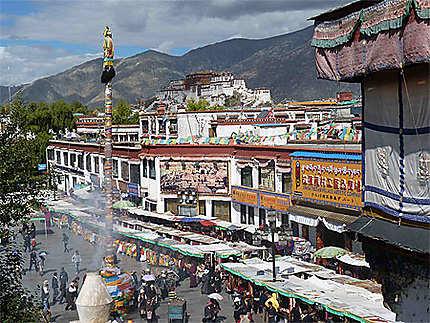 Vue sur le Potala du Monastère de Jokhang