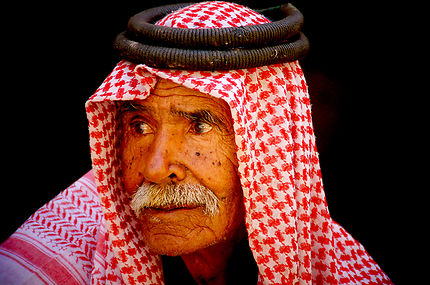 Regard oblique, portrait à Pétra, Jordanie