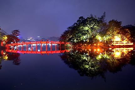 Le pont d'accés à la pagode