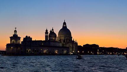 La Salute sur fond de coucher de soleil, Venise