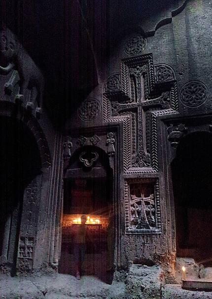Geghard - Fantôme au monastère?