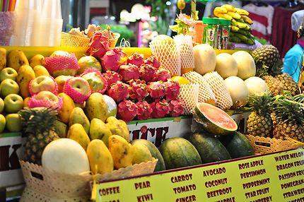 Etale de fruits sur Khao San Road (Bangkok)