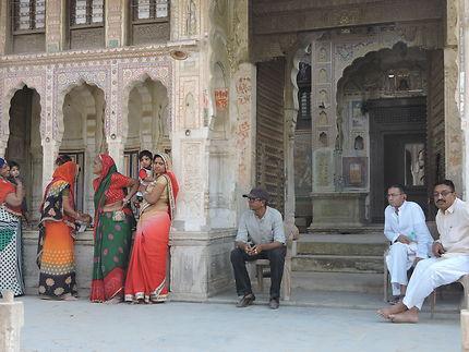 Femmes et hommes en Inde