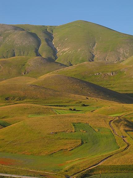 Vue sur les Monts Sibillyns depuis Pian Grande