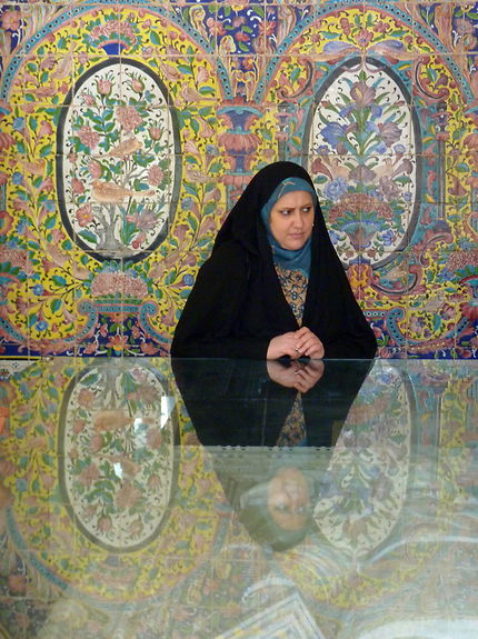 Femme dans le palais du Golestan