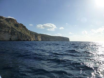 Au ras de l'eau depuis un bateau, à Malte