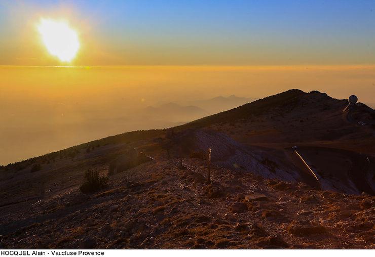 Provence - Une rando pour voir le soleil se lever sur le mont Ventoux