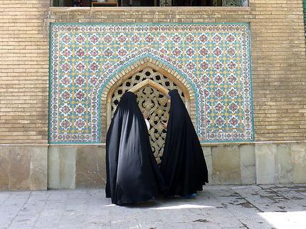 Les voiles dans les jardins du palais du Golestan