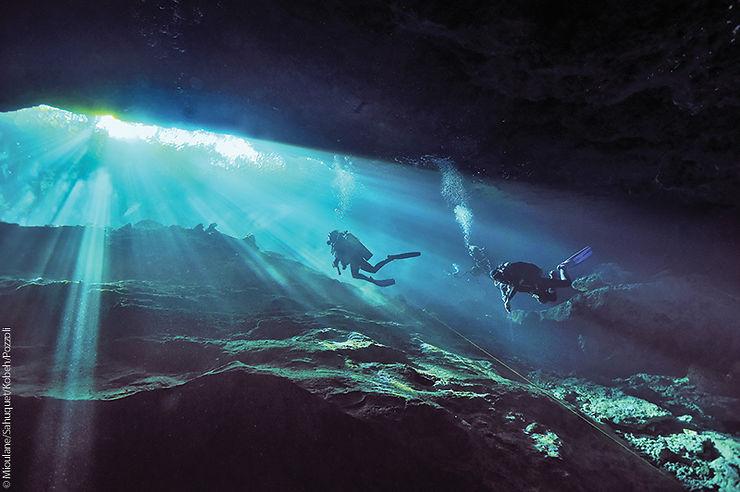 Plongée dans le Cenote Chac Mool, Mexique