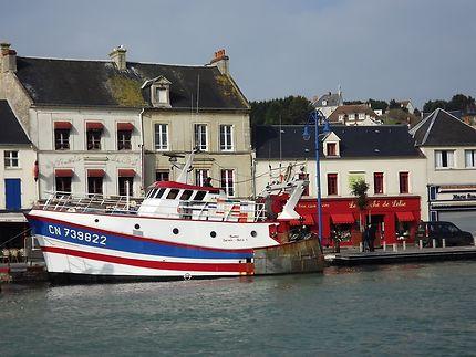 Chalutier à Port en Bessin