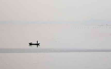 Une barque sur la lagune