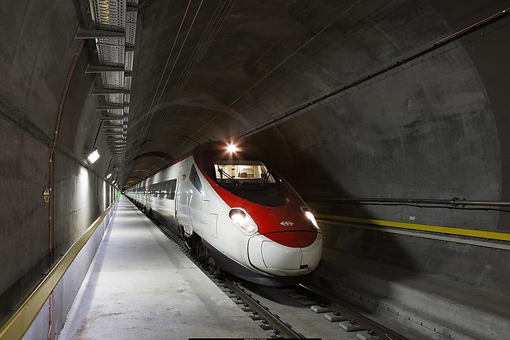 Suisse - Le tunnel ferroviaire du Saint-Gothard ouvre aux voyageurs