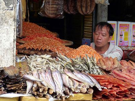 Sur le marché central (Psar Thmay)