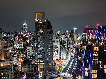 Remarquable vue de nuit sur Bangkok