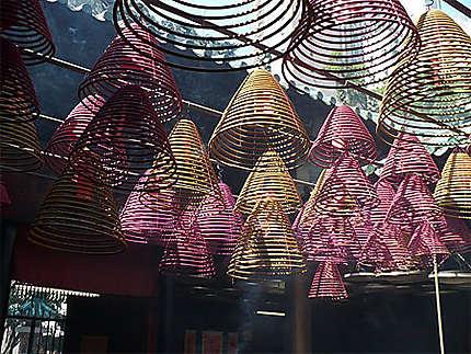 Batons d'encens dans un temple de Hong Kong