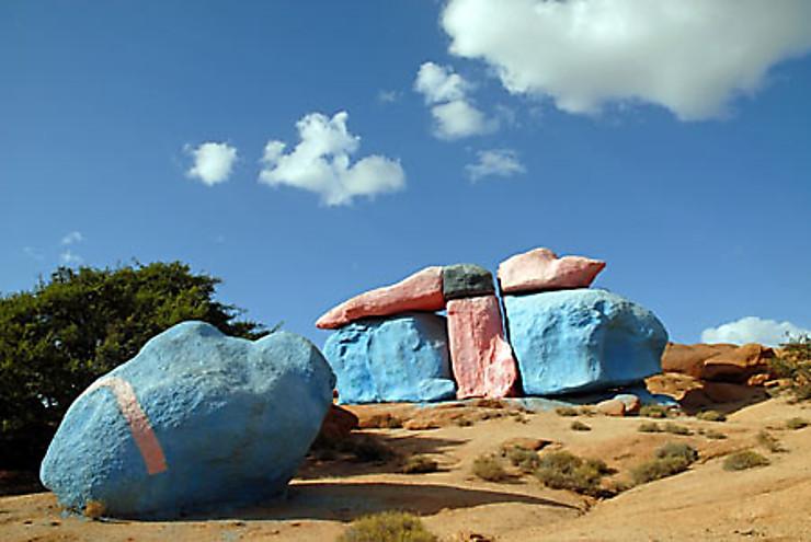 Tafroute, les rochers peints du peintre du désert