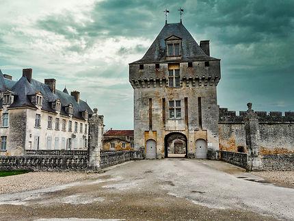 Entrée du château de la Roche Courbon