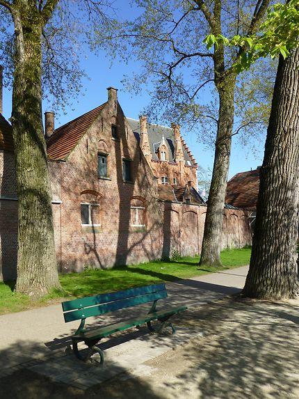 Un banc à Bruges