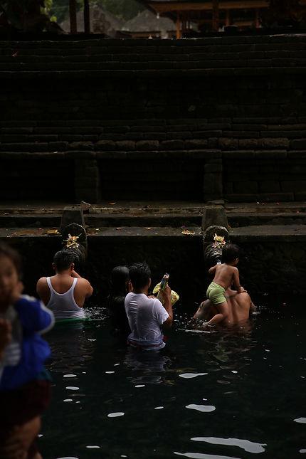 Purification au temple Tirta Empul