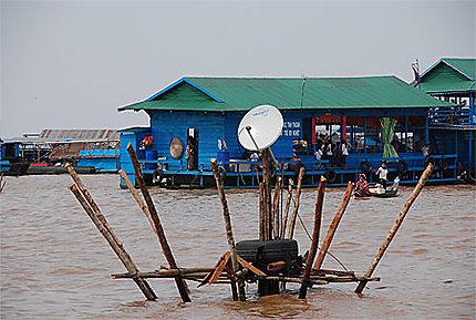 Cable TV sur le Tonle Sap