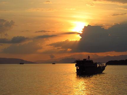 Coucher de soleil sur l'archipel de Komodo