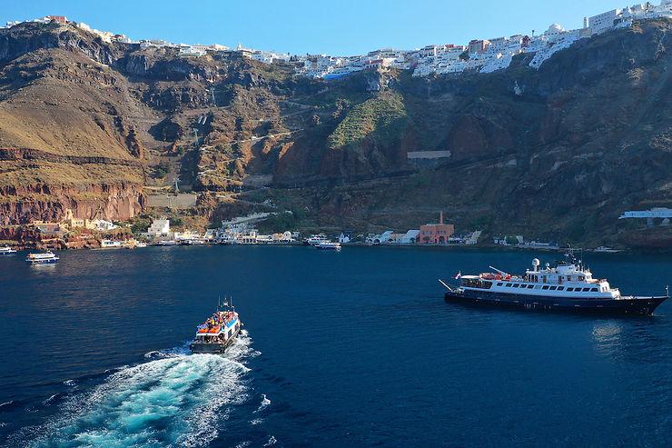 L'arrivée en bateau à Santorin
