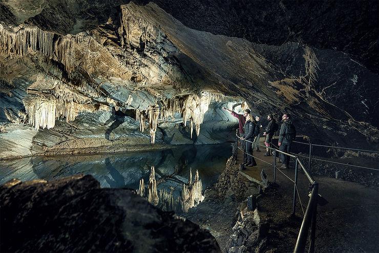 Les grottes du Géoparc Famenne-Ardenne : la Wallonie souterraine