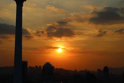 Crépuscule sur la ville