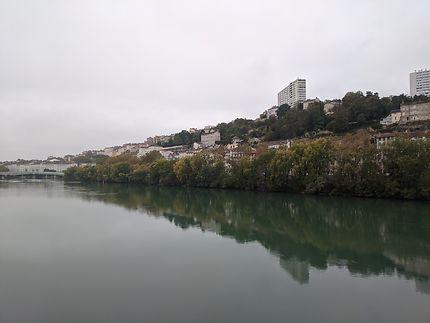 Reflets dans le fleuve