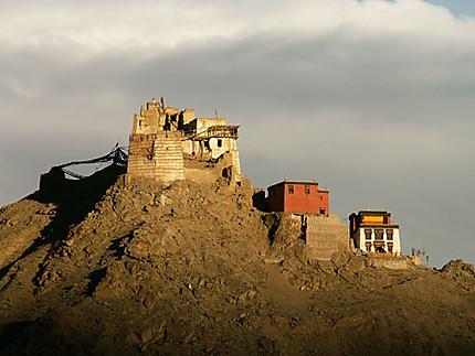 Coucher de soleil sur le palais royal de Leh