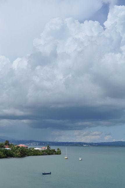 Gros nuages sur les Trois-Îlets