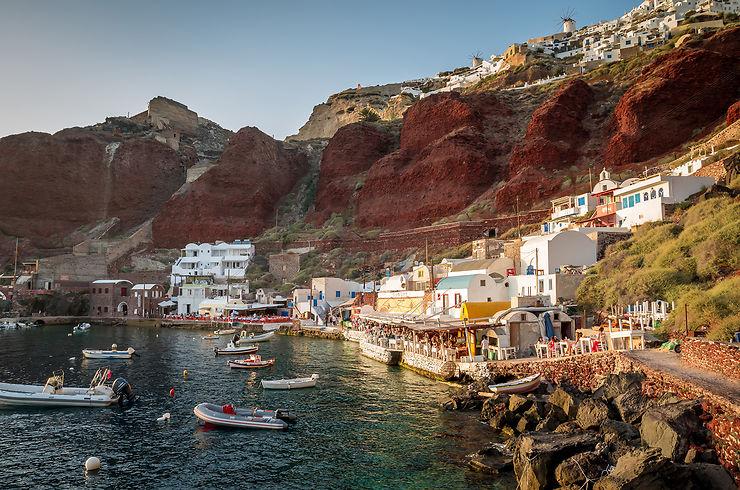 Le port d'Ammoudi et ses tavernes