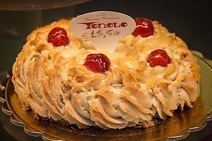Un gâteau de la célèbre pâtisserie Tonolo