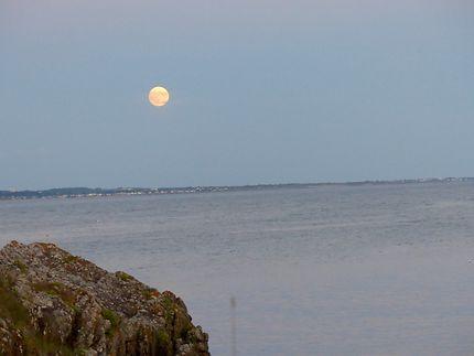 La lune en soirée
