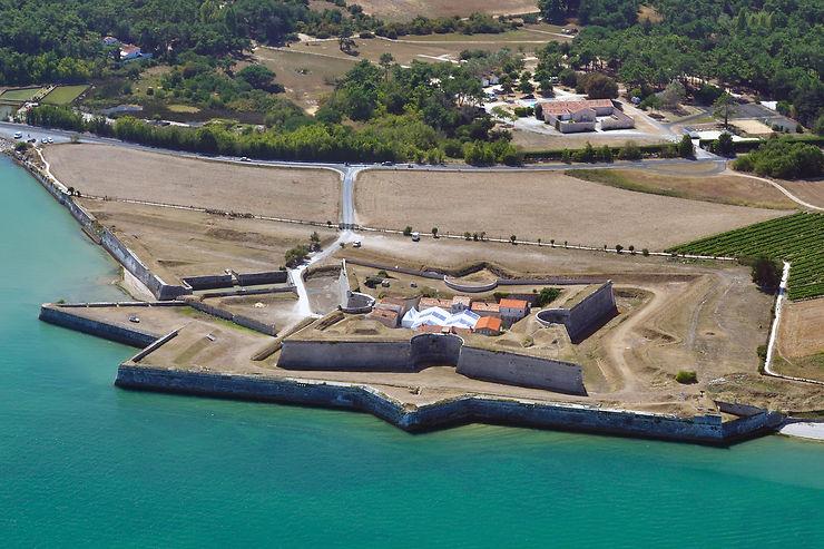Des forts et des îles
