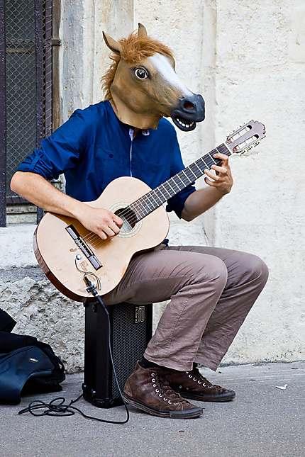 Lyon - Un guitariste très original !!!
