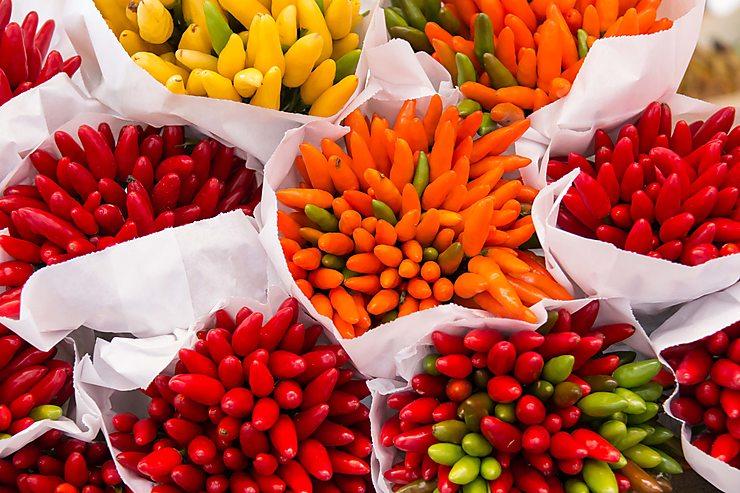 Bouquet de petits piments au marché du Rialto