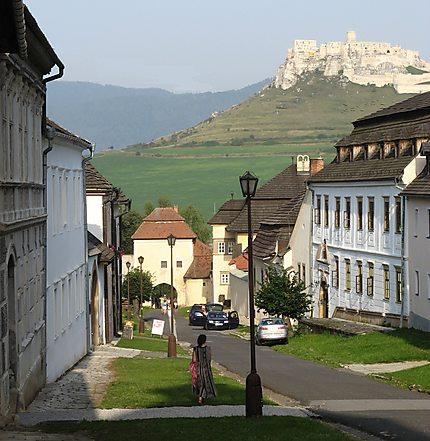 Spissky klastor: vue sur le Château de Spis