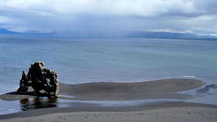 Un géant sur la plage, péninsule de Vatnsnes