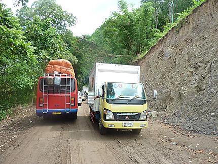Attention, travaux ! (route Bajawa-Ruteng)