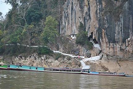 L'entrée des grottes de Pak Ou