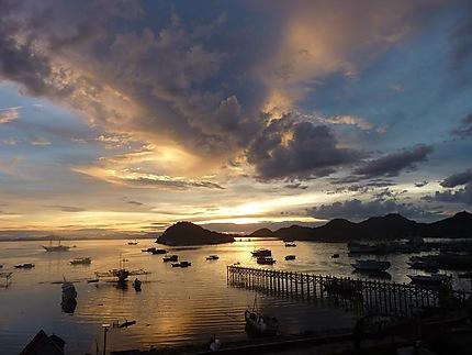 Coucher de soleil sur la baie de Labuan Bajo