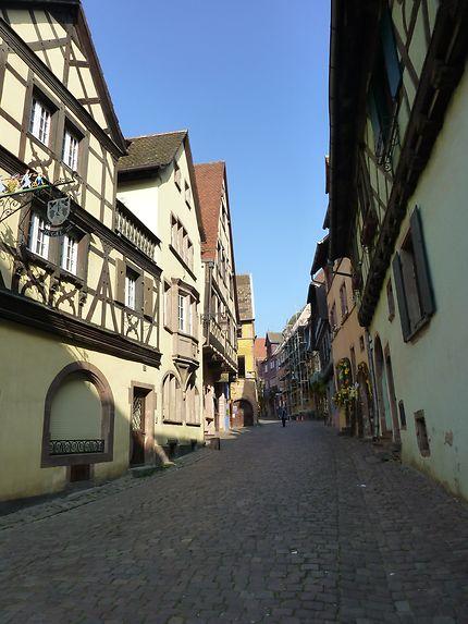 Rue typique d'Alsace à Riquewihr