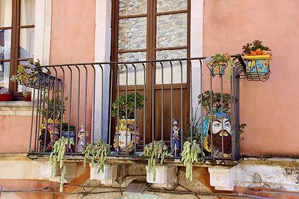 Balcon décoré à Taormine