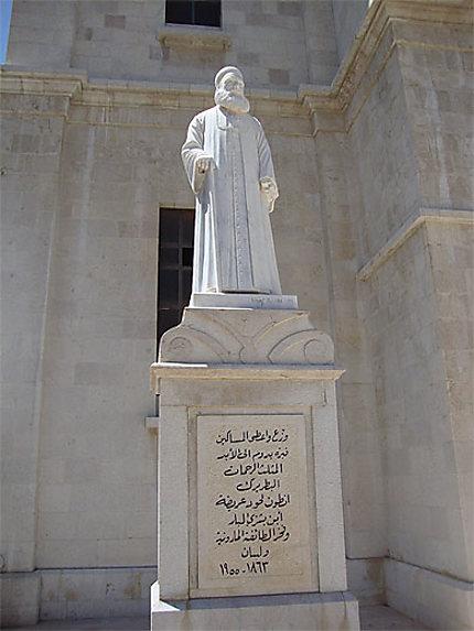 Statue de patriarche maronite