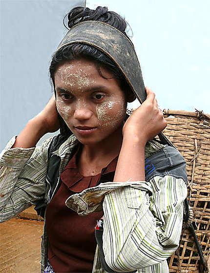 Jeune fille à Kinpun