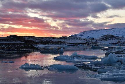 Coucher de soleil sur les bords de Jökulsarlon