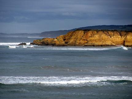 La côte et ses falaises dorées