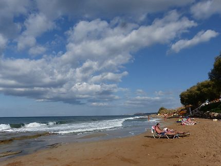Un samedi, plage proche de la ville de Platanias