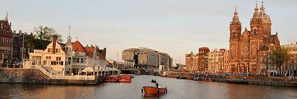 Les canaux d'Amsterdam, Sint Nicolaaskerk